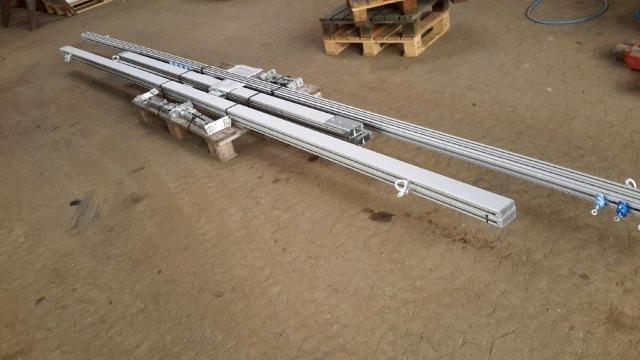 6689 - Light overhead crane - GMC - aluminum
